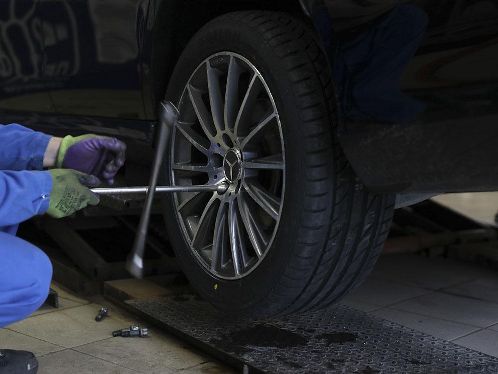 Установка колеса баллонный ключ