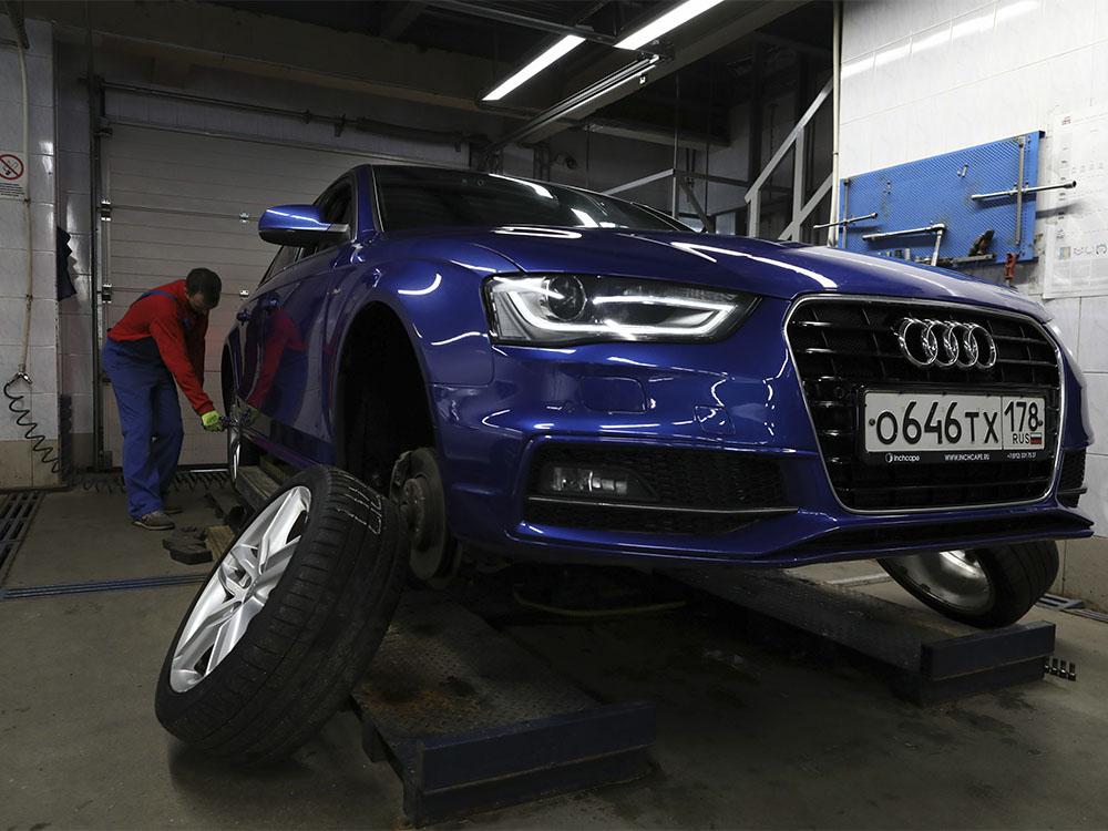 Съём колёс с автомобиля на подъёмнике