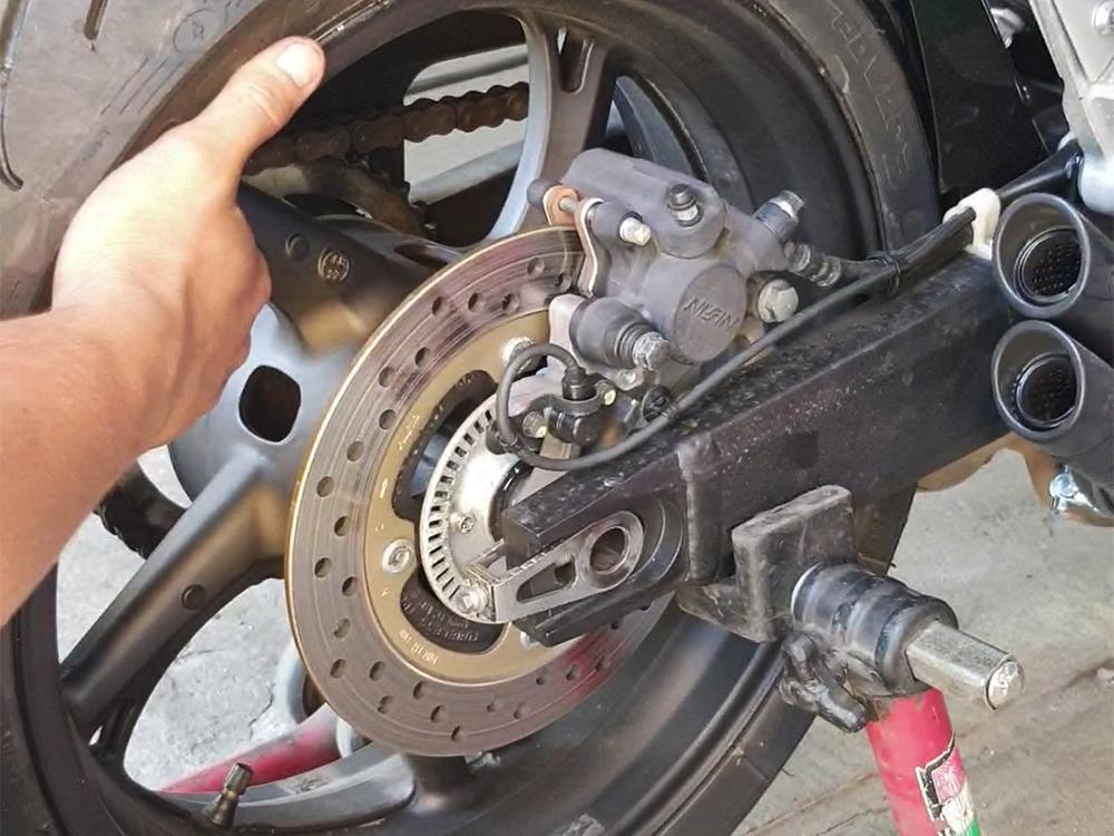 Съём колёс с мотоцикла